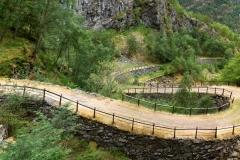 De historische postweg tussen Oslo en Bergen, zoals die in gebruik was tussen 1660 en 1860. Men kan de postweg langs de oever van de Nærøyfjord bewandelen, van Styvi naar Bleiklindi.. ANP COPYRIGHT SVB